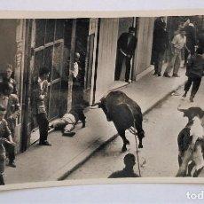 Postales: PAMPLONA. SAN FERMÍN. ENCIERRO DE LOS TOROS. FOTO GALLE. POSTAL FOTOGRÁFICA. S/C. Lote 279450338