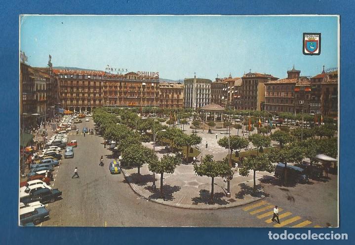 POSTAL SIN CIRCULAR PAMPLONA 30 PLAZA DEL CASTILLO EDITA ESCUDO DE ORO (Postales - España - Navarra Moderna (desde 1.940))