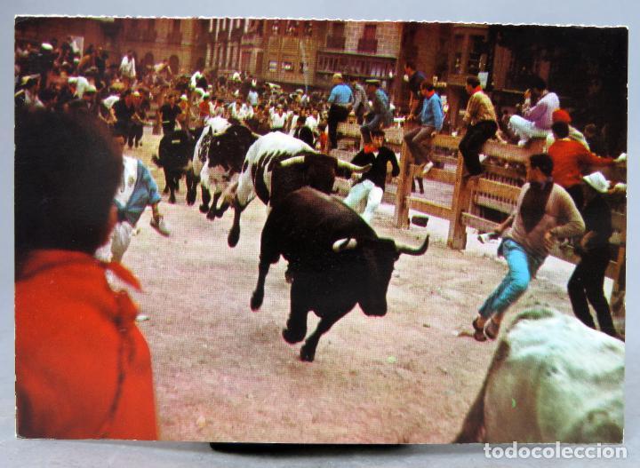 POSTAL PAMPLONA ENCIERRO DE LOS TOROS SIN EDITOR AÑOS 60 SIN CIRCULAR (Postales - España - Navarra Moderna (desde 1.940))