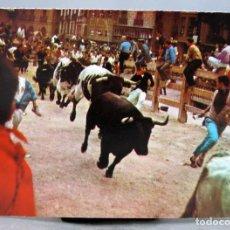 Postales: POSTAL PAMPLONA ENCIERRO DE LOS TOROS SIN EDITOR AÑOS 60 SIN CIRCULAR. Lote 288666823