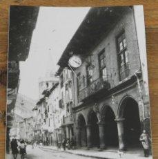 Postales: FOTO POSTAL DE SANGUESA (NAVARRA) CALLE MAYOR, ESCRITA EN 1944, NO CONSTA MARCA EDITORIAL. Lote 290487603