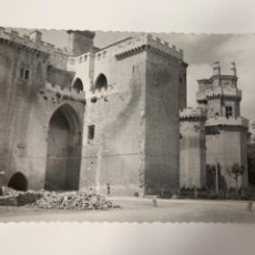 Postales: OLITE.-ARCADA Y TORRE DE LAS TRES CORONAS.-N° 15 ED. DARVI. Lote 293432983