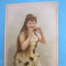 Postales: LOS DEPENDIENTES DE LA PELUQUERIA COLOMER FELICITAN LAS PASCUAS DE NAVIDAD , SOBRE 1900. Lote 80658502