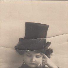 Postales: POSTAL: 1914 NIÑO LEYENDO. Lote 137143126