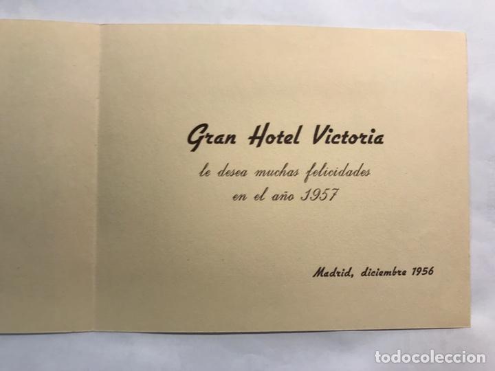 Postales: NAVIDAD. Gran Hotel Victoria. Felicitación navideña Grabado Madrid Puente de Toledo (a.1956) - Foto 2 - 167474944