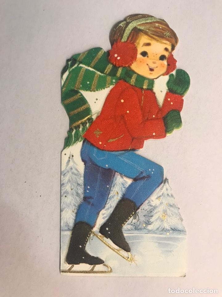 FELICITACIÓN NAVIDEÑA. TROQUELADA, NIÑO CON PATINES DE HIELO. EDITA: HALLMARK. GERMANY (H.1980?) (Postales - Postales Temáticas - Navidad)