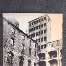 Postales: BARCELONA. PLAZA DEL REY. FELICITACIÓN NAVIDEÑA DIPTICO . BANCO ATLÁNTICO (A.1969). Lote 223867826