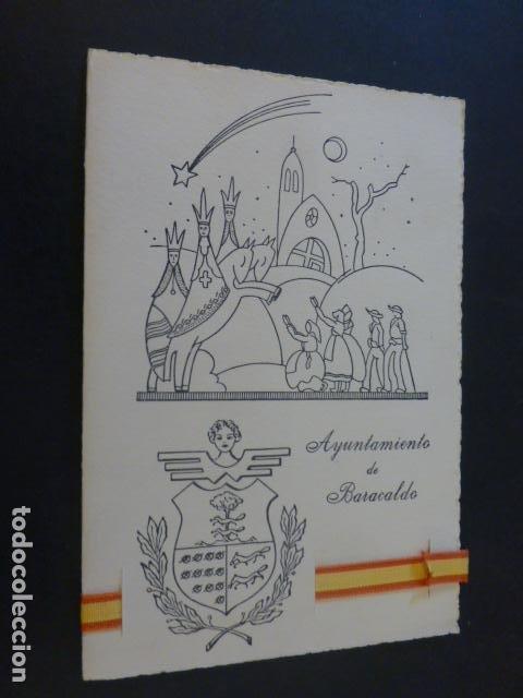 FELICITACION NAVIDAD AYUNTAMIENTO ALCALDE DE BARACALDO VIZCAYA BANDERA DE ESPAÑA EN TELA (Postales - Postales Temáticas - Navidad)