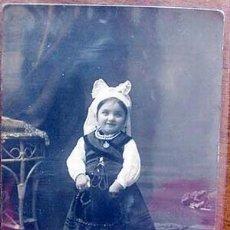 Postales: ANTIGUA POSTAL DE NIÑA CON TRAJE TIPICO ASTURIANO 1909. Lote 878120