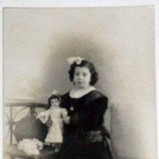 Postales: ANTIQUISIMA POSTAL NIÑA CON MUÑECA PORCELANA 1898. Lote 1798216