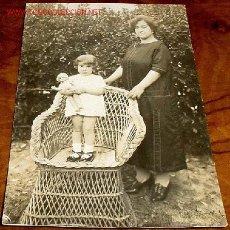 Postales: ANTIGUA POSTAL DE NIÑA CON SU MUÑECA Y SU MADRE AL LADO - 1925. Lote 495192