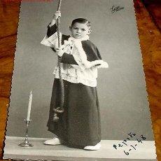 Postales: ANTIGUA POSTAL DE MONAGUILLO DEDICADA A SUS QUERIDOS TIOS Y PRIMOS, FIRMADO PEPITO 1948. Lote 495223