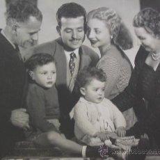 Postais: POSTAL DE FELICITACIÓN F .FAMILIA TRADICIONAL EPOCA FRANCO C, 1950 CON DEDICATORIA Y SOBRE ORIGINAL.. Lote 26781843