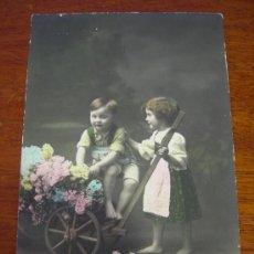 Postales: NIÑOS Y CARRITO CON FLORES.. Lote 13904569