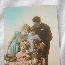 Postales: POSTAL ANTIGUA FAMILIA Y JUGUETES. Lote 27504689