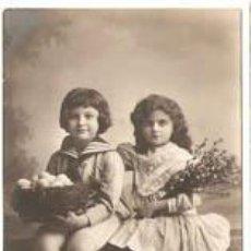 Postales: NIÑA Y NIÑO CON FLORES- ANTIGUA- ESCRITA-- VELL I BELL. Lote 21190168