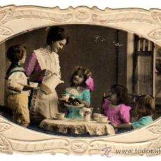 Postales: POSTAL TROQUELADA Y COLOREADA. GRUPO DE NIÑOS . CIRCULADA EN EL AÑO 1929. Lote 18061125