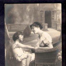 Postales: PRECIOSA POSTAL DE MADRE E HIJA. Lote 18631960