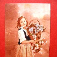 Postales: 6 POSTALES ANTIGUAS ORIGINALES (14 X 9 CM) - NIÑA CON FLORES. Lote 21564823