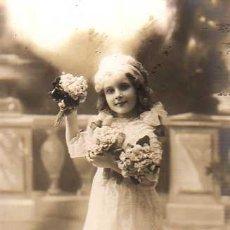Postales: POSTAL DE UNA NIÑA CON SUS DE FLORES - EPOCA MODERNISTA -ESCRITA 1912. Lote 22075609