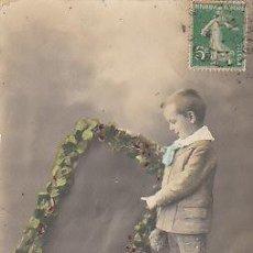Postales: NIÑO ( ES UNA FELICITACIÓN DE NAVIDAD DE LOS AÑOS 1920/30). Lote 22264508