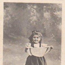 Postales: NIÑA (DE LOS AÑOS 1900/5), DE RAYADO CONTINUO (VER DORSO). Lote 22264864