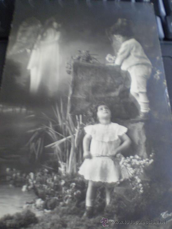 * POSTAL FOTOGAFICA. NIÑOS CON ANGEL DE LA GUARDA (Postales - Postales Temáticas - Niños)