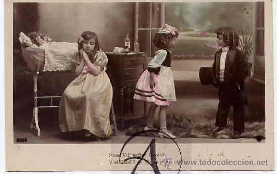 NIÑOS JUGANDO A PAPAS Y A MAMAS. (Postales - Postales Temáticas - Niños)