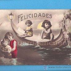Postales: POSTAL DE FELICITACIÓN CON NIÑOS EN BAÑADOR EN UN BARCO ESCRITA EN 1915 COLOREADA. Lote 28247109
