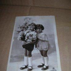 Postales: ANTIGUA POSTAL CON DOS BONITAS NIÑAS. Nº 1142/2. MIDE 9 X 14 CM., ESCRITA, SIN SELLO.. Lote 31016668