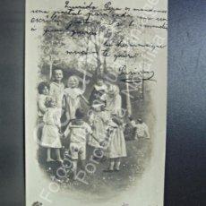 Postales: POSTAL. NIÑOS JUGANDO. GALLINITA CIEGA, SIN DIVIDIR.. Lote 31518482