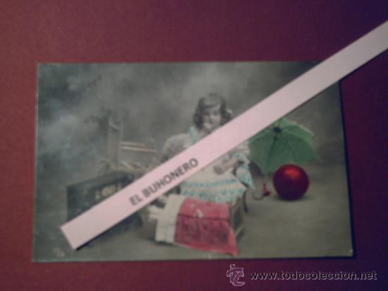 EXCELENTE Y ANTIGUA FOTO DE PEQUEÑA RODEADA DE JUGUETES AÑO 1908 (Postales - Postales Temáticas - Niños)