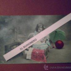 Postales: EXCELENTE Y ANTIGUA FOTO DE PEQUEÑA RODEADA DE JUGUETES AÑO 1908. Lote 32590981