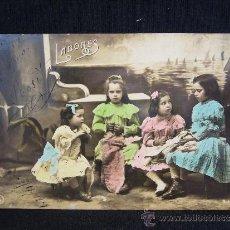 Postales: POSTAL ROMÁNTICA. NIÑAS HACIENDO SUS LABORES. AÑO 1907.. Lote 32611891