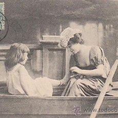 Postales: NIÑA EN UNA BARCA, DE RAYADO CONTINUO CIRCULADA EN 1904 (VER DORSO). Lote 33348339