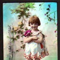 Cartes Postales: POSTAL FOTOGRÁFICA COLOREADA, NIÑA. CIRCULADA 1930. ESTADO VER FOTO.. Lote 34140538