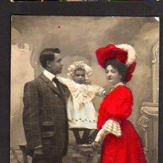 Cartes Postales: POSTAL FOTOGRÁFICA COLOREADA. FAMÍLIA. CIRCULADA 1908. Lote 34879895