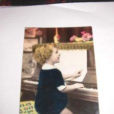 Postales: NIÑO TOCANDO EL PIANO. Lote 35344838