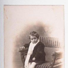 Postales: POSTAL DE NIÑA SENTADA, FOTOGRAFO MARINE, FOTOGRAFIA EN BLANCO Y NEGRO. Lote 35675710