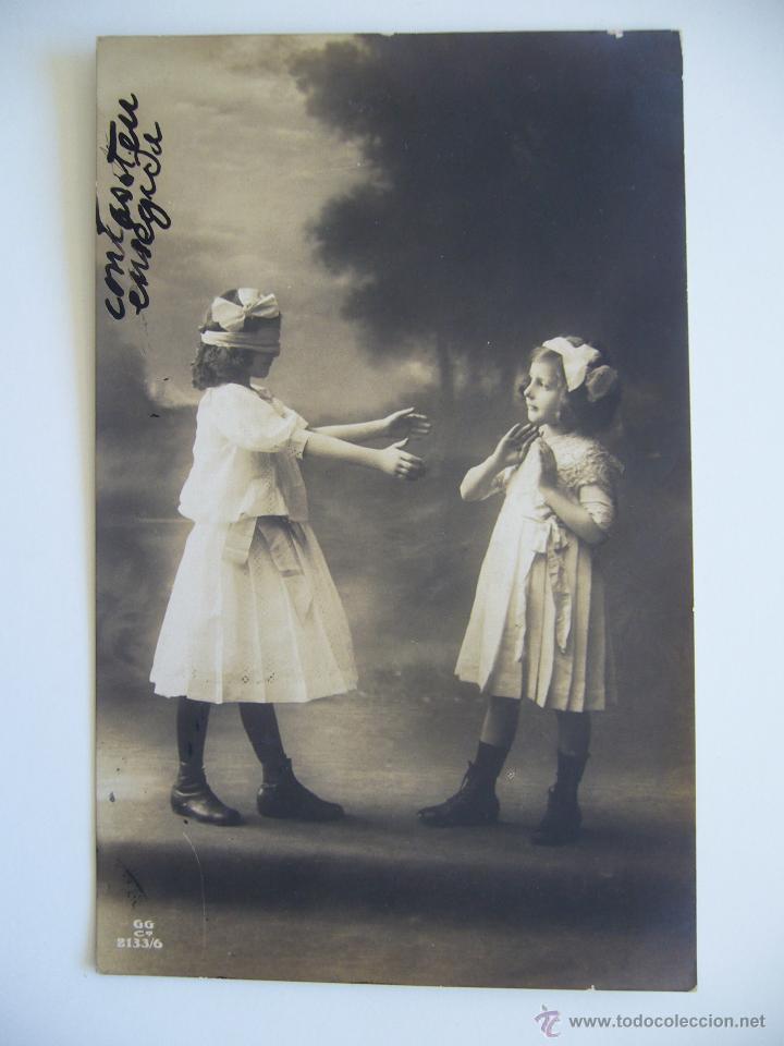 POSTAL INFANTIL. NIÑAS JUGANDO A LA GALLINITA CIEGA. CIRCULADA. GG 2133/6. (Postales - Postales Temáticas - Niños)