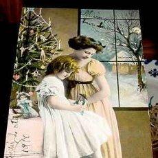 Postales: ANTIGUA POSTAL NIÑOS - UNA MADRE CON SU HIJA DECORANDO EL ARBOL DE NAVIDAD - CIRCULADA EN 1910.. Lote 38236634