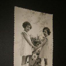 Postales: POSTAL NIÑAS CON FLORES. Lote 41044890