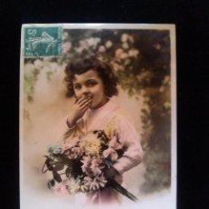 Postales: ANTIGUA TARJETA POSTAL DE EPOCA NIÑA CON FLORES 1920. Lote 41158767