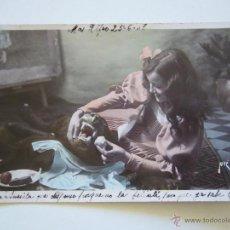 Postales: POSTAL ROMÁNTICA. NIÑA CON PERRO. CIRCULADA 1908.. Lote 42096942