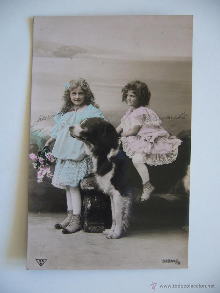 POSTAL ROMÁNTICA. NIÑAS CON PERRO. CIRCULADA 1909. (Postales - Postales Temáticas - Niños)