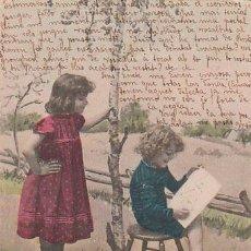 Postales: NIÑAS DIBUJANDO EN UN PARQUE, DE RAYADO CONTINUO CIRCULADA EN 1903 (VER EL DORSO). Lote 42775073