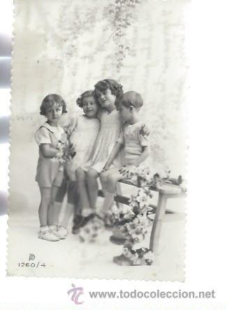 TARJETA POSTAL FOTOGRÁFICA NIÑOS SENTADOS EN BANCO, 1260/4 (Postales - Postales Temáticas - Niños)