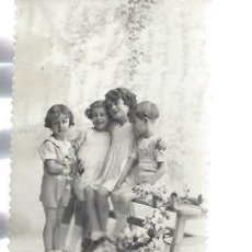 Postales: TARJETA POSTAL FOTOGRÁFICA NIÑOS SENTADOS EN BANCO, 1260/4. Lote 47529366