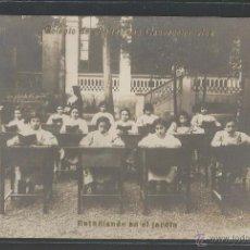 Postales: COLEGIO DE RELIGIOSAS CONCEPCIONISTAS - ESTUDIANDO EN EL JARDÍN - P12341. Lote 52164199