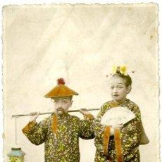 Postales: TARJETA POSTAL, DOS NIÑOS DISFRAZADOS DE CHINOS. AÑOS 1930.. Lote 55718055